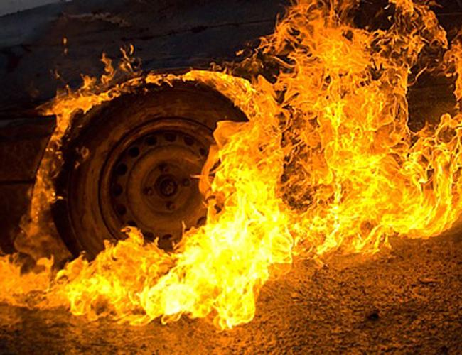 В Керчи сгорело два автомобиля