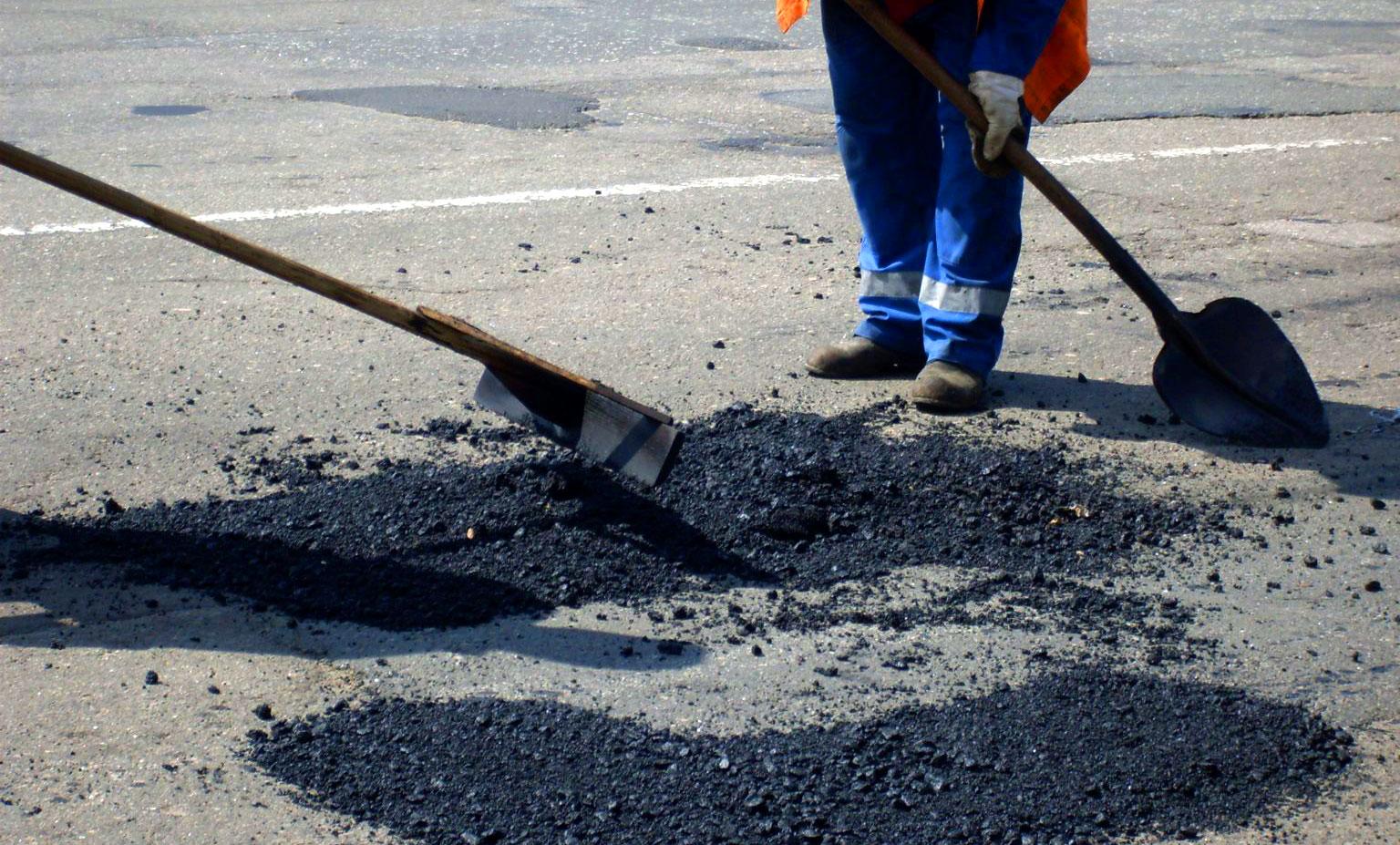 Симферопольские власти анонсировали начало ремонта дорожного полотна на двух улицах города