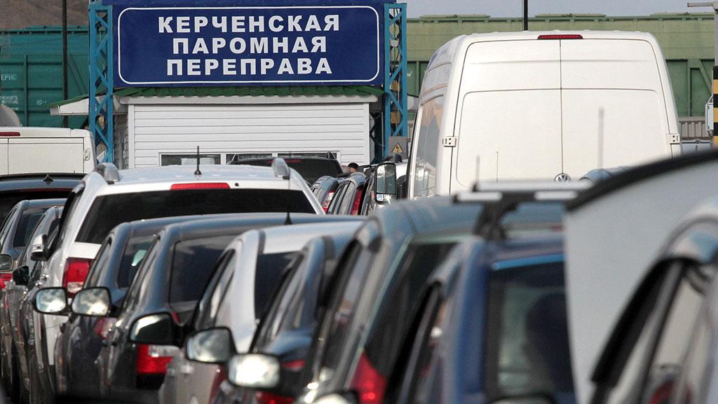 Через Керченскую переправу стало переправляться больше грузовиков