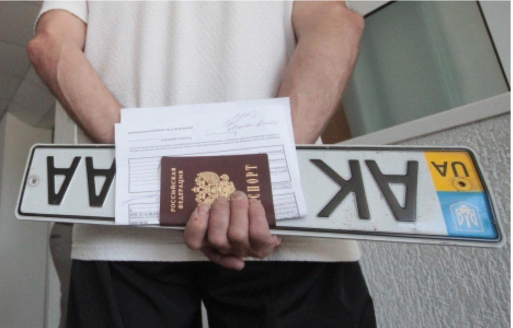 Несмотря на запреты, крымчане продолжают ездить на автомобилях с украинскими номерами