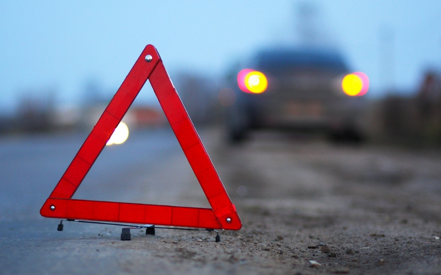 В Севастополе нетрезвый водитель сбил женщину и вылетел на крышу гаража