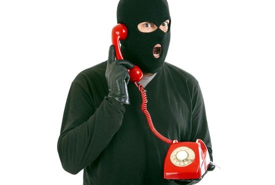 В Крыму телефонный мошенник несколько месяцев выманивал деньги у доверчивых граждан