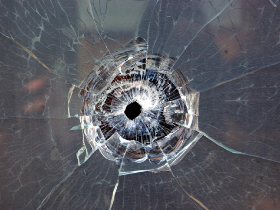 Неизвестные открыли огонь по автомобилям, припаркованным у здания телеканала «Крым»