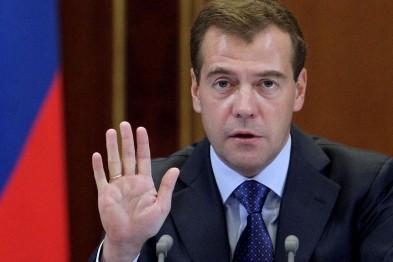 Медведев посоветовал крымским пенсионерам держаться, так как денег на повышение пенсий нет