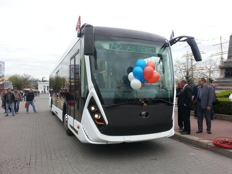 В Севастополе начал курсировать многофункциональный троллейбус