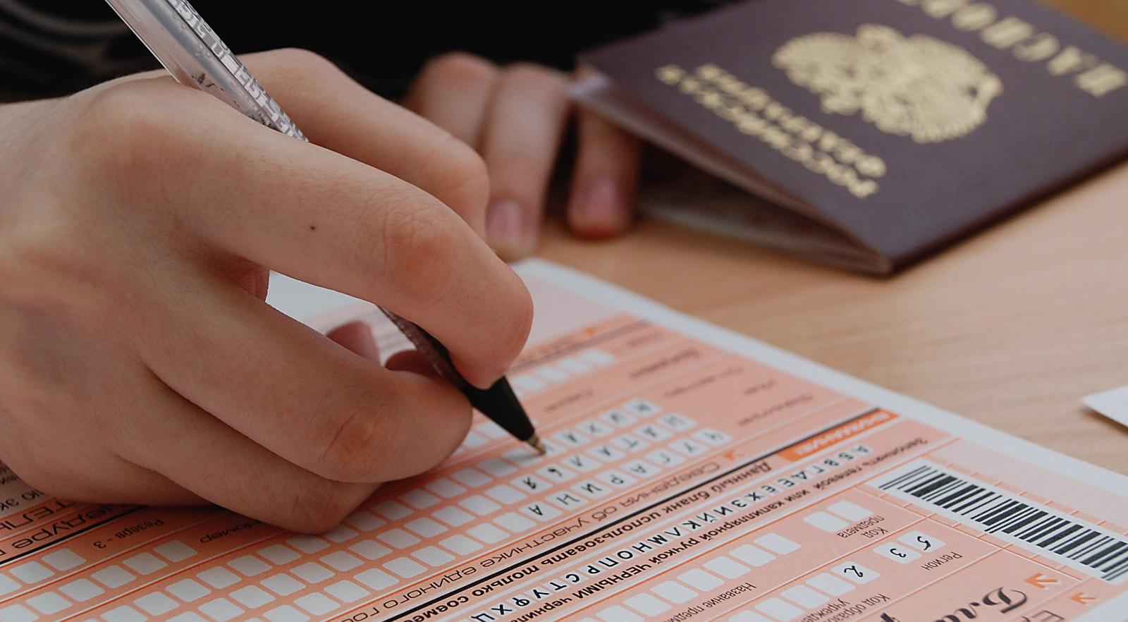 Крымским школьникам вновь разрешили не сдавать ЕГЭ