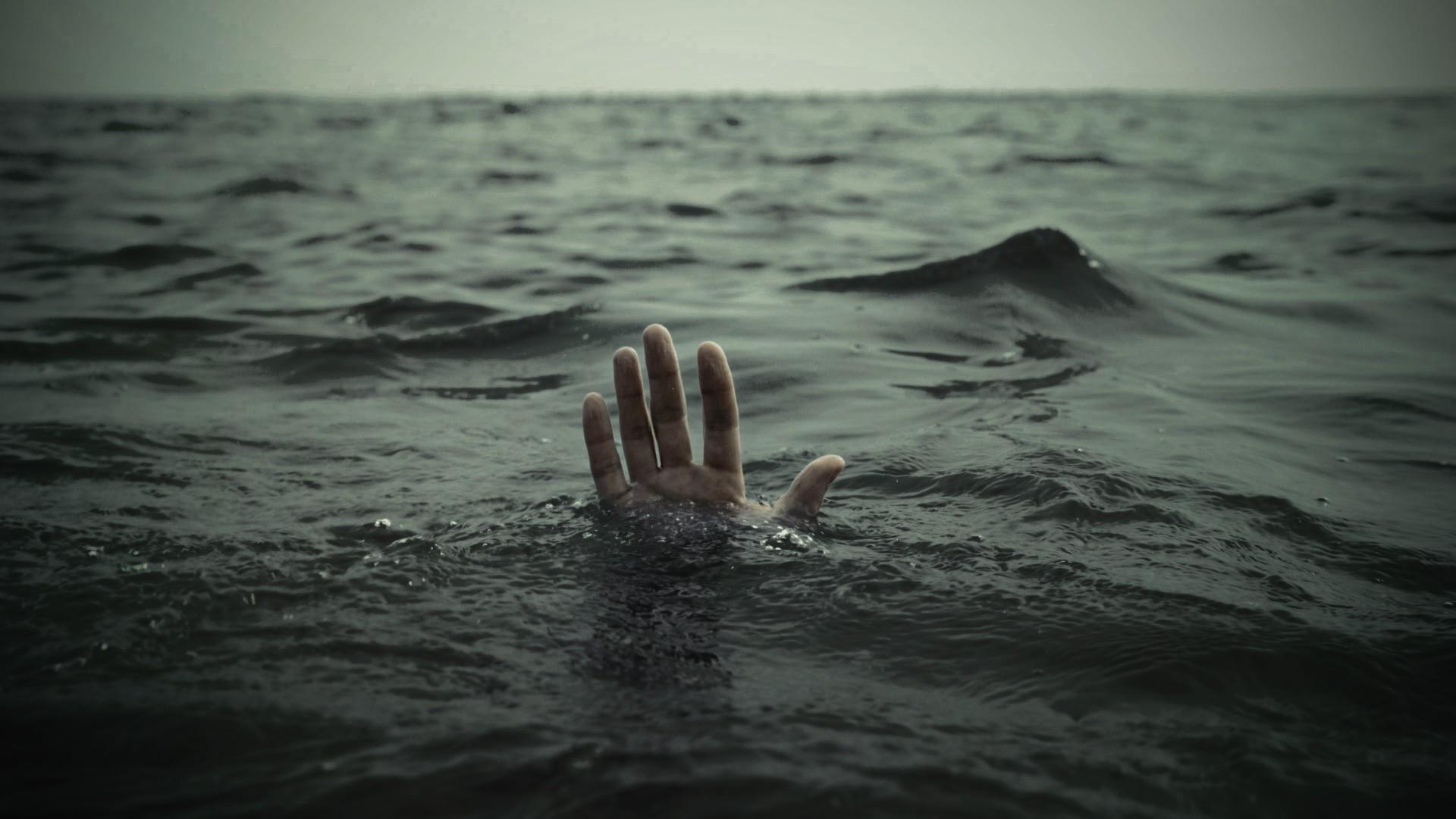 В Крыму в море у дикого пляжа утонул мужчина
