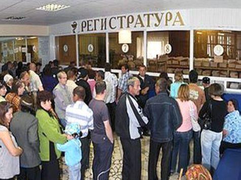 В Керчи у людей из-за больших очередей за талонами к врачам сдают нервы