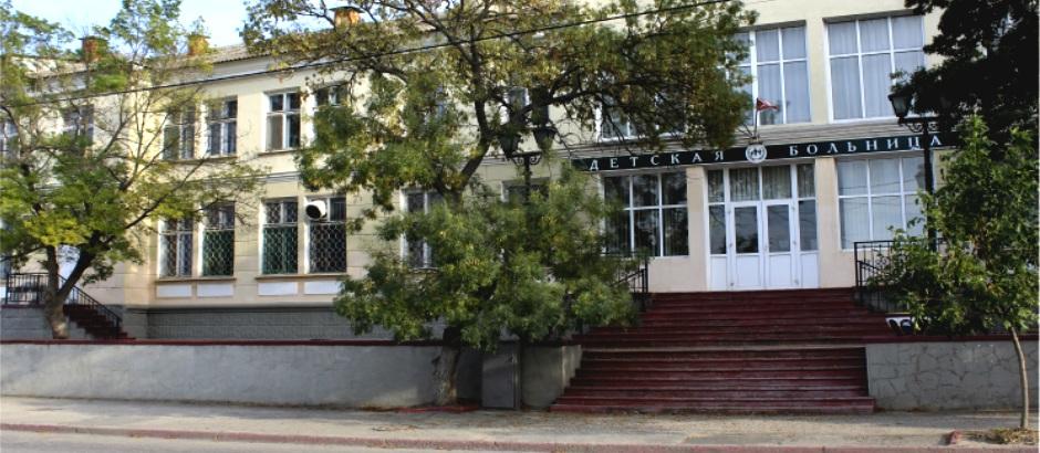 Трудовой скандал в керченской больнице: персонал массово покидает учреждение