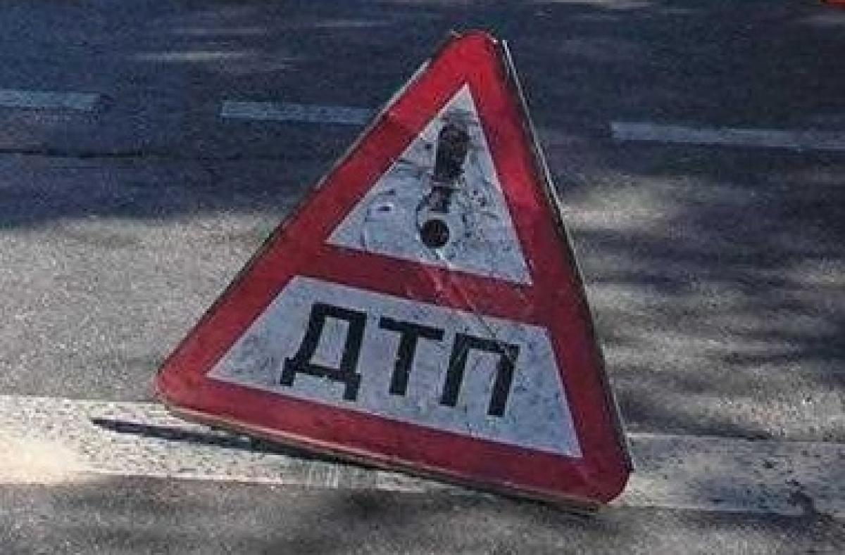 В Симферополе под колесами полицейского автомобиля пострадали два человека