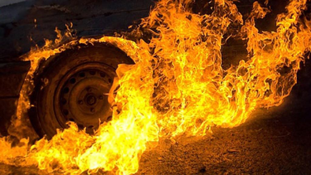 В Симферополе на проспекте Победы загорелся автомобиль