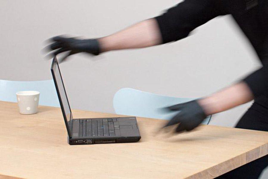 В Севастополе наблюдательный грабитель украл у женщины ноутбук