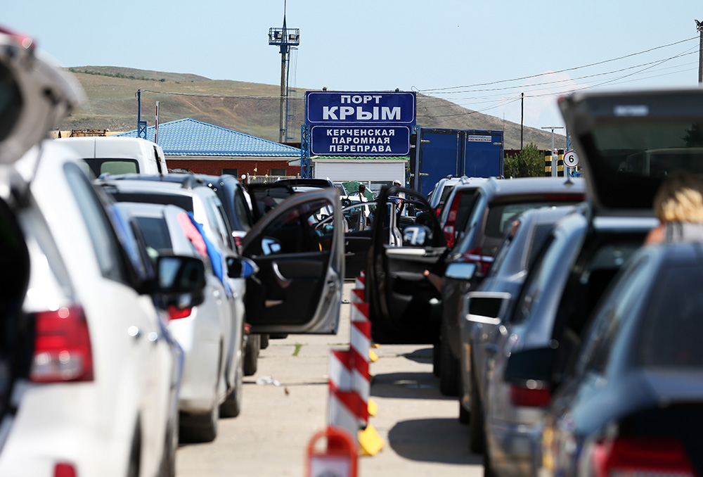 В Крыму с каждым днем продолжает расти очередь на переправу