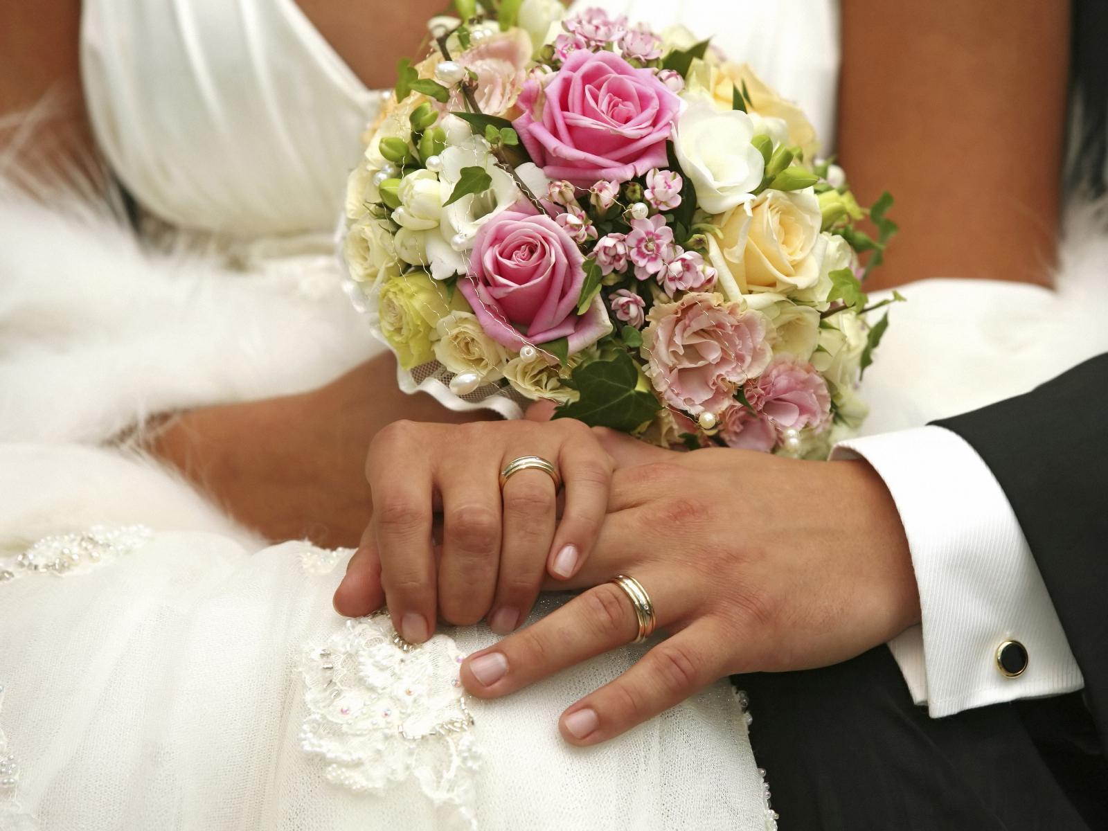Крымчанам в Украине разрешили жениться за один день