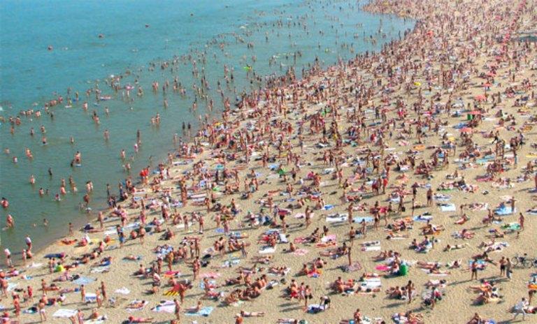 В Крыму продолжают мониторить местные пляжи