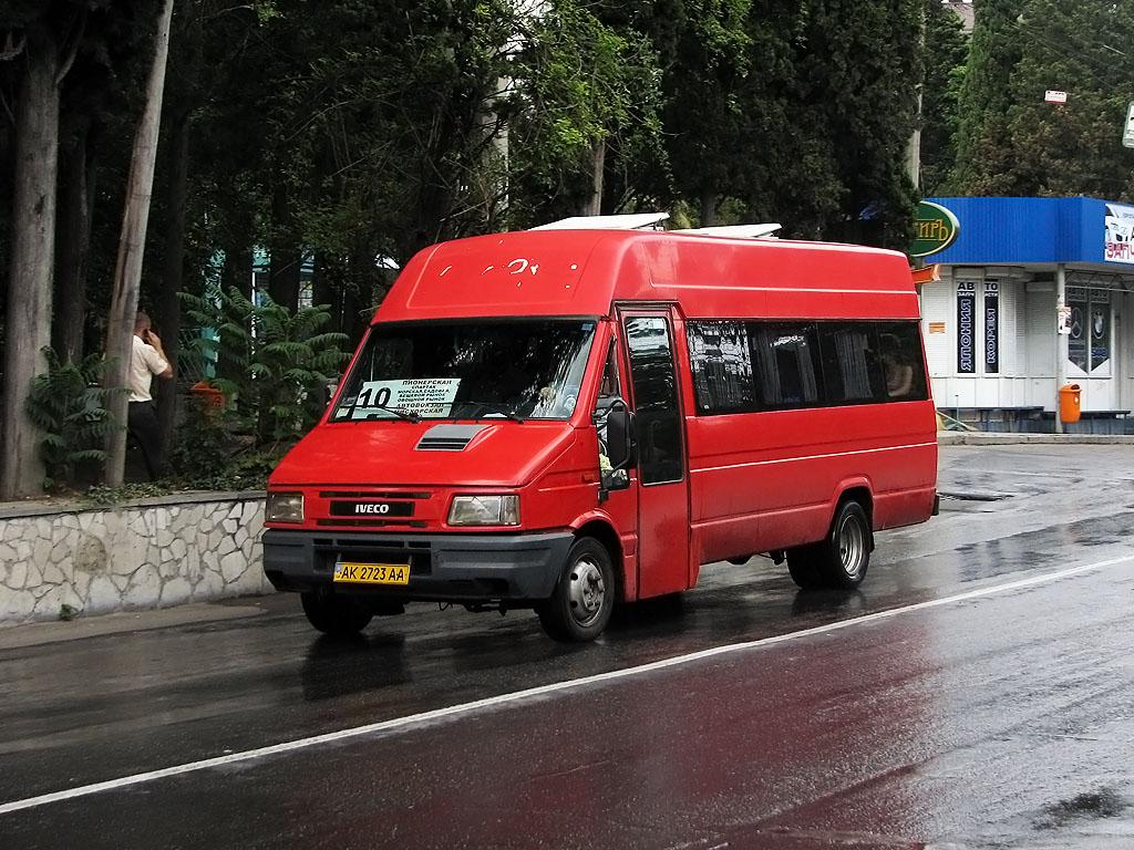 В Ялте на некоторые городские маршруты вышли новые автобусы