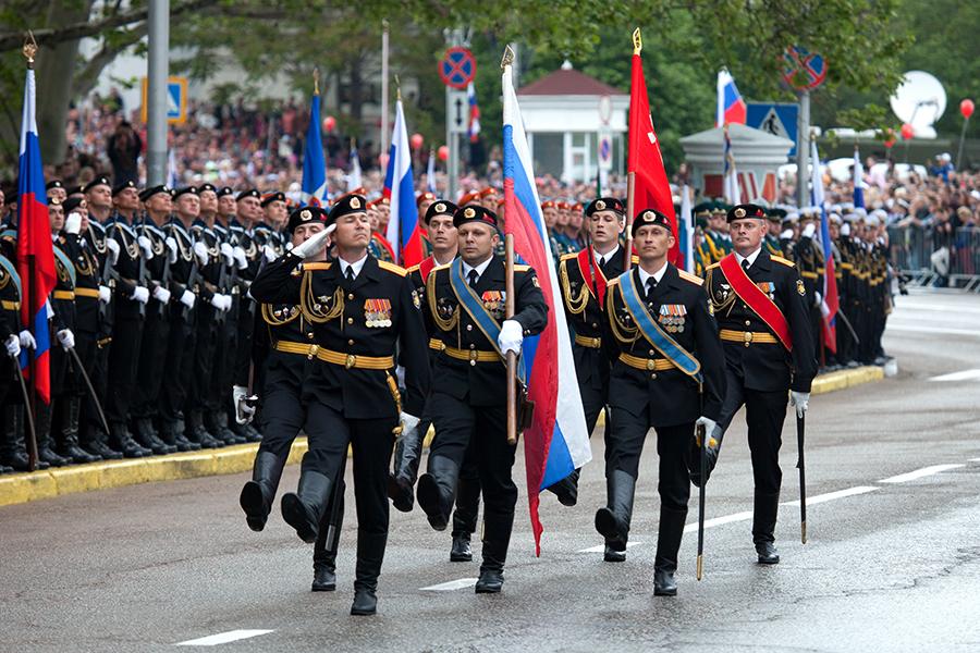 Военный парад в Севастополе будет не бесплатным