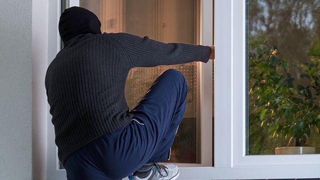 В Симферополе наркоман в поисках денег на дозу грабил квартиры