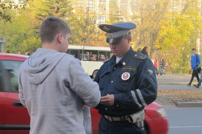 Крымские полицейские продолжают ловить водителей с украинскими номерами