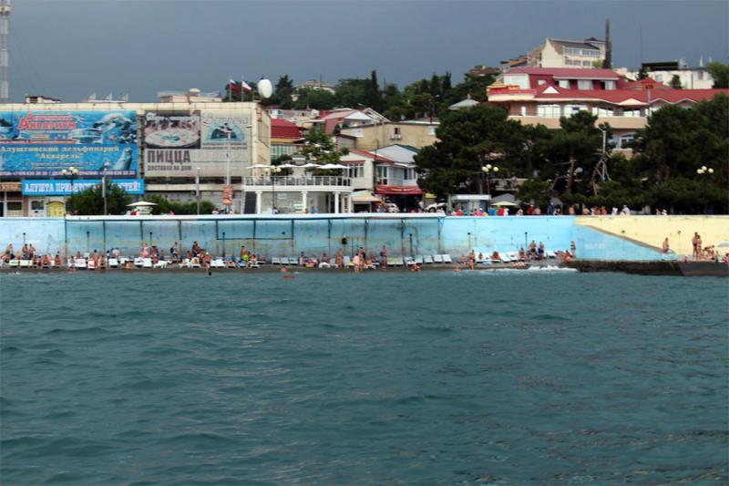 Аксенов временно запретил регистрировать недвижимость в прибрежной зоне