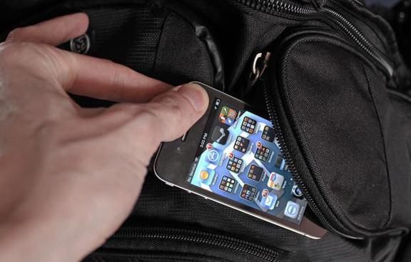 В Севастополе иностранец украл мобильный телефон из камеры хранения