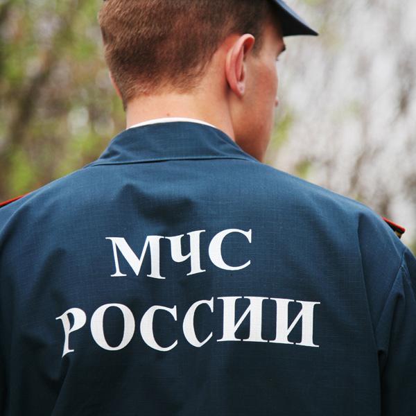 Крымские спасатели отбуксировали на берег неуправляемую яхту