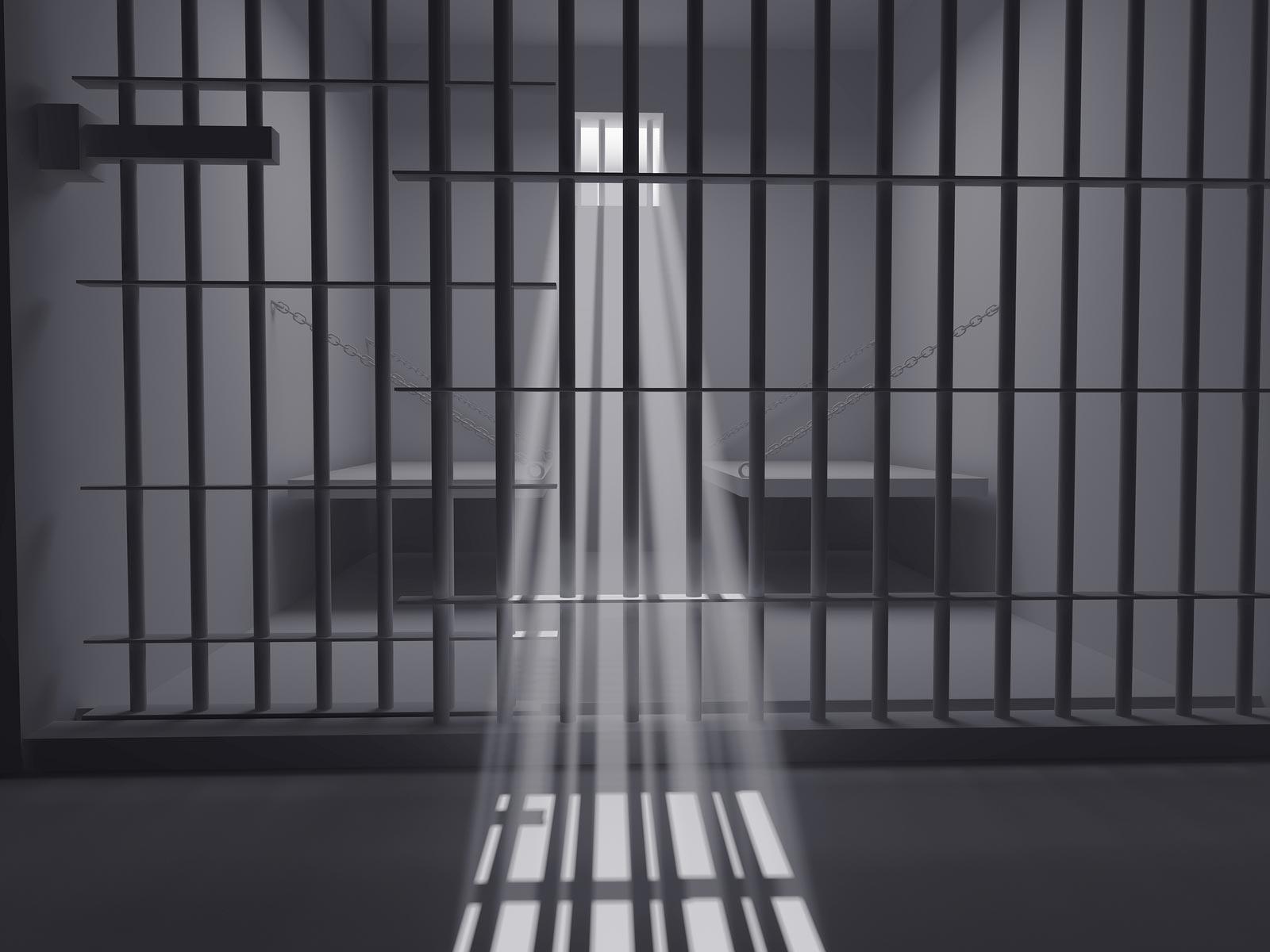 Крымский подполковник проведет в тюрьме два с половиной года за мошенничество