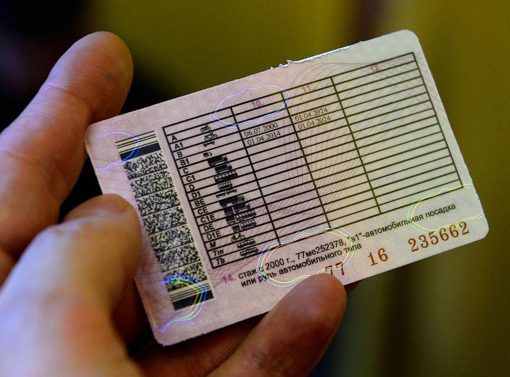 В Крыму у местных наркоманов отобрали водительские права