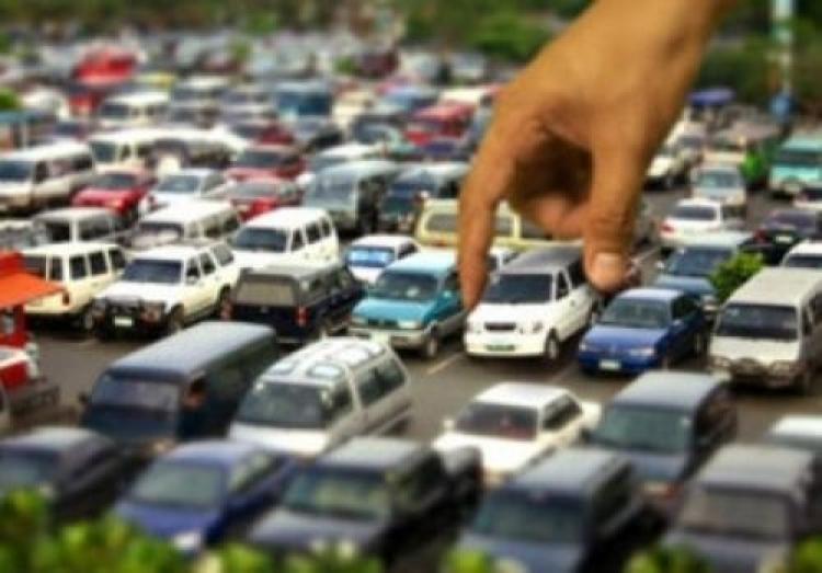 В Симферополе граждане продолжают незаконно «бронировать» парковки