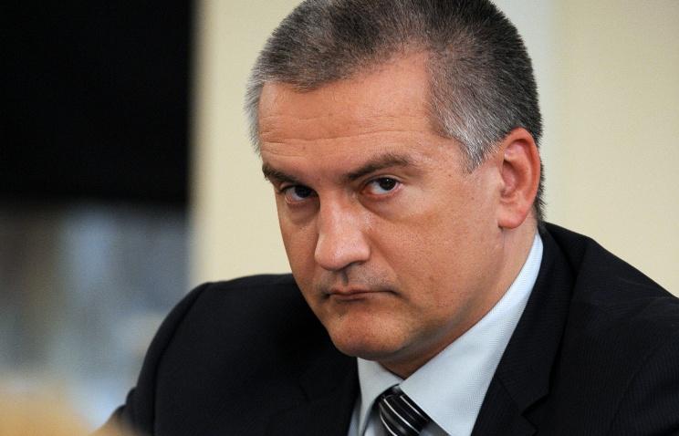 Аксенов выступил с инициативой организовать дополнительные парковочные места вдоль дорог