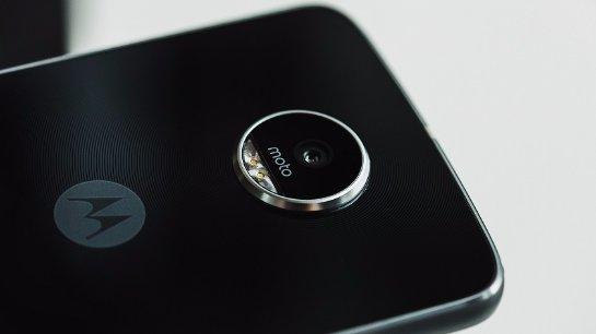 В Сеть попали «живые» фото модульного смартфона Moto Z2 Play