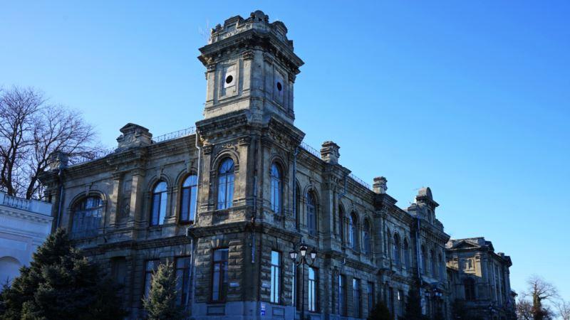 В Керчи разгорается скандал: из исторического здания выселяют гимназию