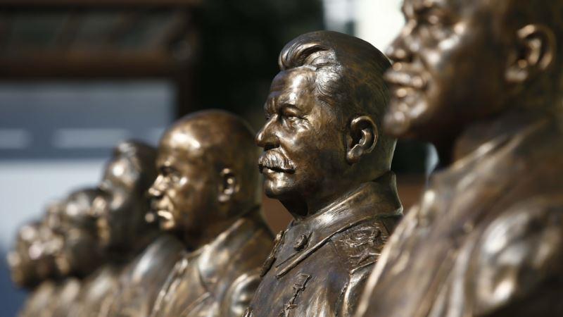 В Москве открывают «аллею» с бюстами Сталина и Ленина