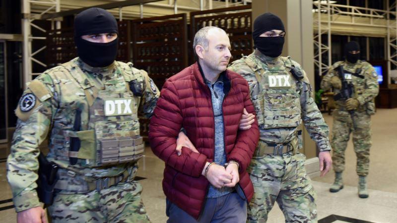 Блогер Лапшин оставил Азербайджан после помилования