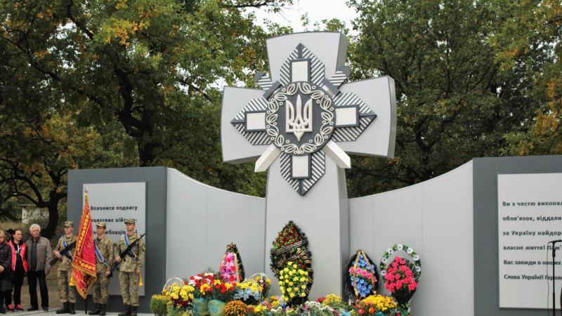 В Днепропетровской области неизвестные осквернили памятник воинам, погибшим на Донбассе