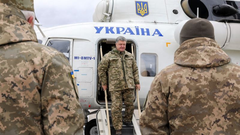 Порошенко поручил выплатить премии военным в зоне АТО