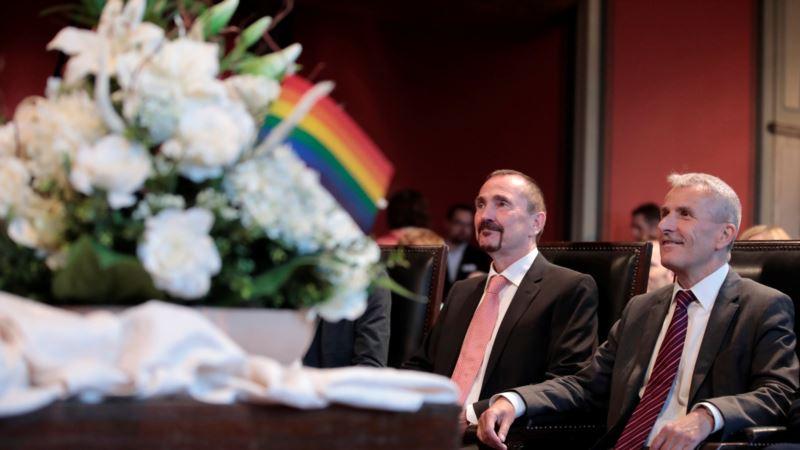 В Германии впервые зарегистрировали однополый брак