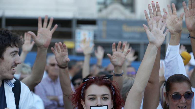 В Испании проходят митинги противников отделения Каталонии