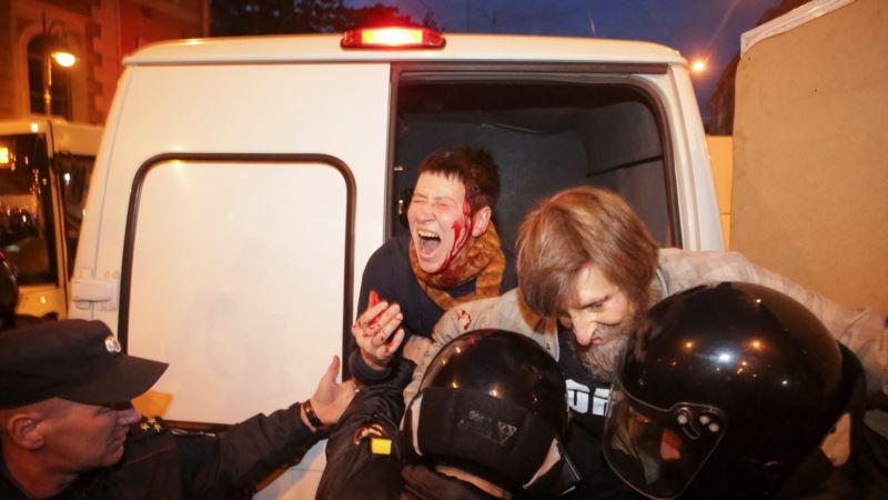 Россия: в Петербурге – задержания, есть пострадавшие (трансляция)