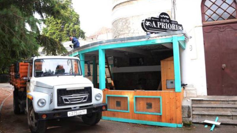 В Ялте снесли летнюю площадку кафе в доме артиста Пуговкина