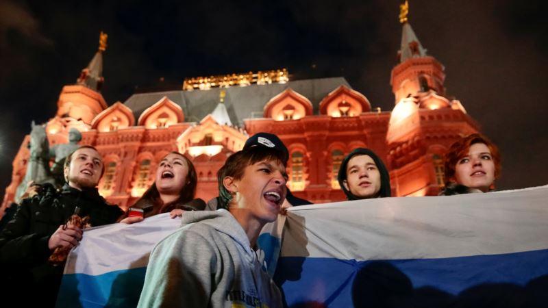 Россия: в центре Москвы полиция задерживает активистов и прохожих
