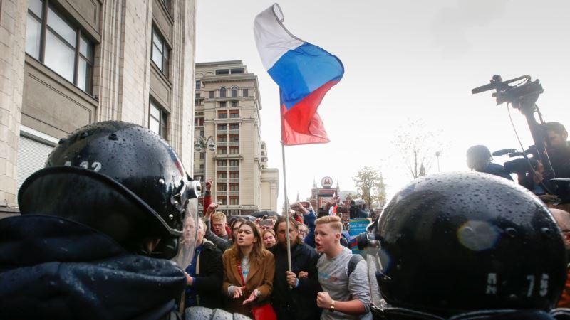 В Москве сторонники Навального собрались на Манежной площади