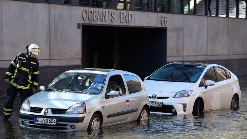 В Европе из-за урагана погибли не менее пяти человек, нанесен значительный ущерб