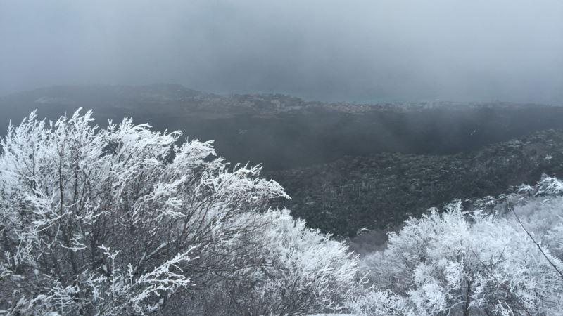 Крымские вершины покрыл первый снег