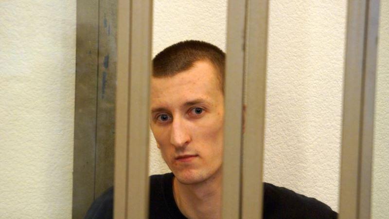 В аэропорту «Жуляны» активисты встречают политзаключенного Александра Кольченко (трансляция)