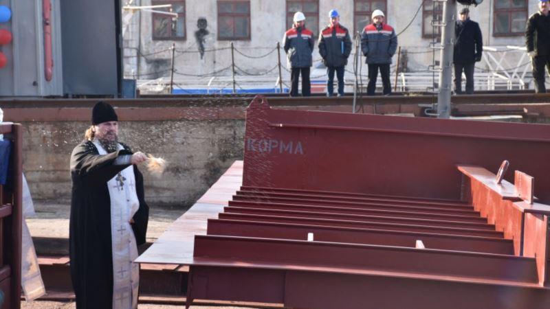 В Севастополе освятили строительство плавучего крана (+фото)