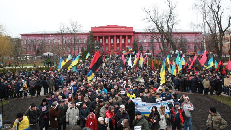 Сторонники Саакашвили пытаются зайти в Октябрьский дворец после его призыва создать там штаб (трансляция)