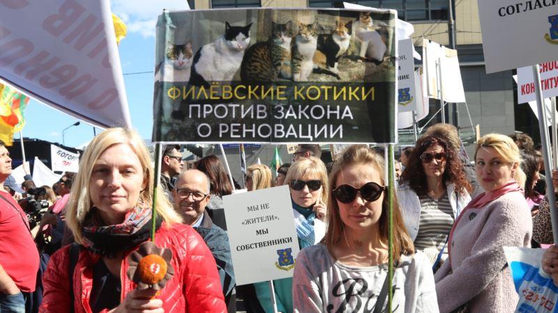 Россия: жильцы дома в Москве, расселенного в рамках реновации, жалуются на угрозы