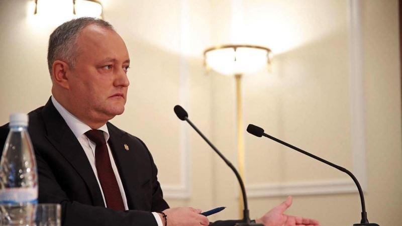 Президента Молдовы снова временно отстранили от должности