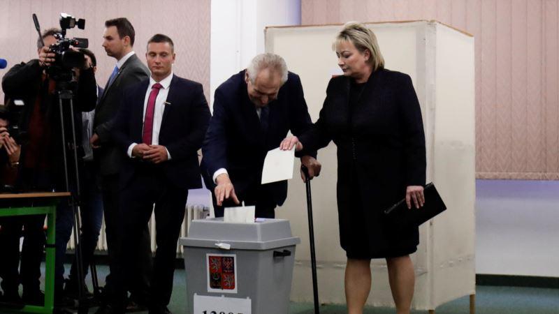 В Чехии посчитали голоса на выборах президента: во второй тур вышли Земан и Драгош